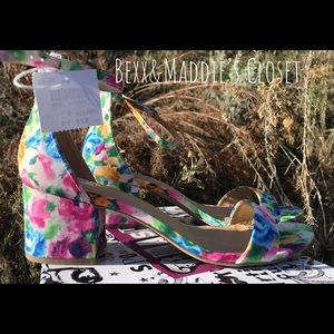 🔥NIB size 9 multicolored sandals 🔥